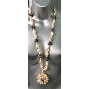 Jewelry - Seashell  Necklace Lei with flower pendant